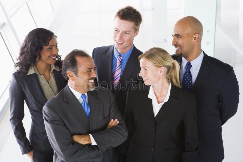 办公室顶上的人员视图 免版税库存图片