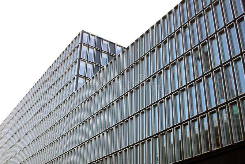 办公楼和简单派建筑学门面  图库摄影