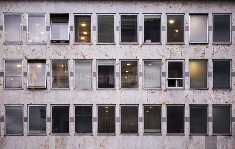 办公楼在一个街市区 库存图片