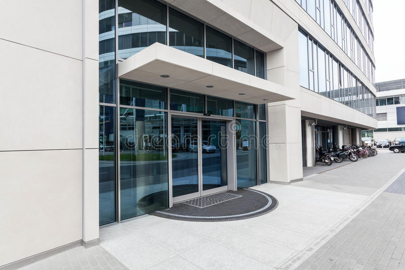 办公楼门 免版税图库摄影