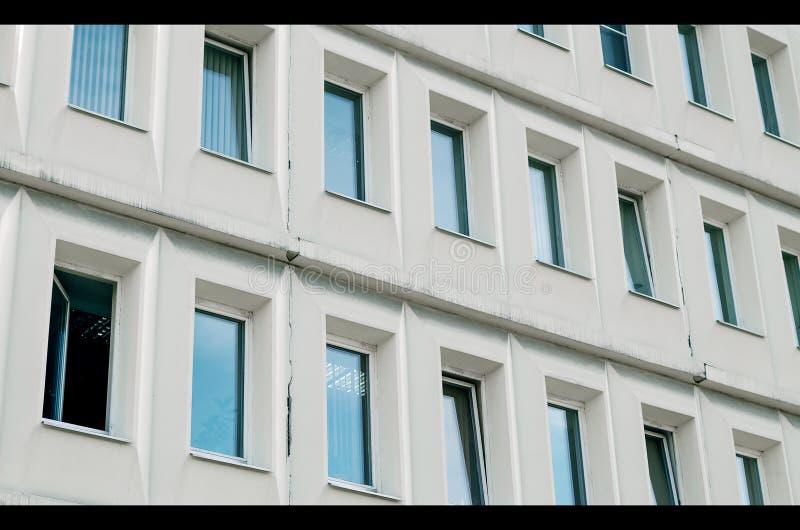 办公楼Windows 免版税库存照片