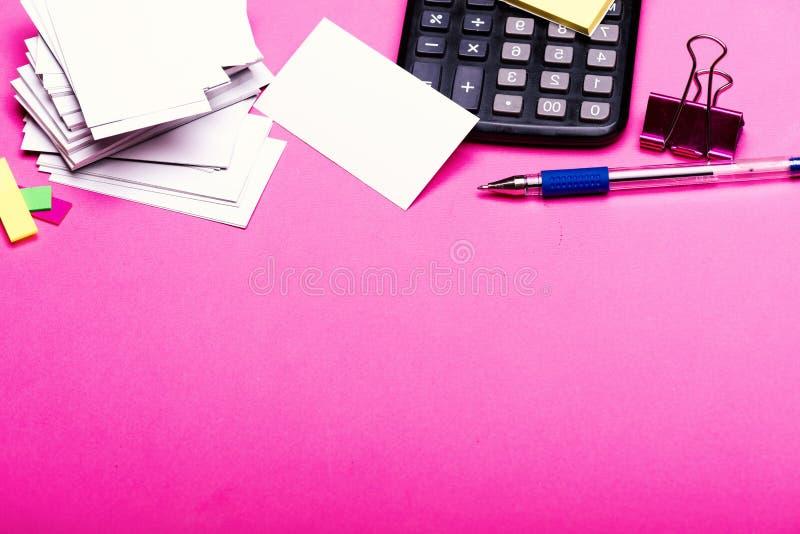 办公用品和财务概念 与空的空间的名片 库存图片