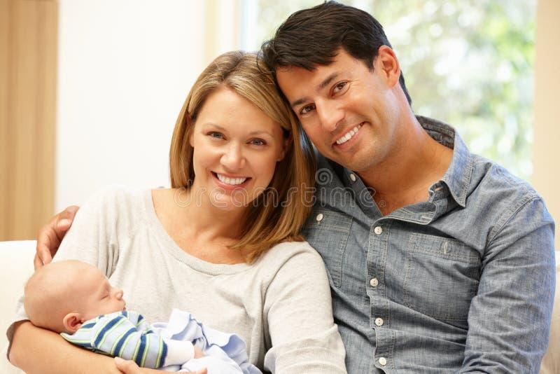 加上在家新的婴孩 库存图片