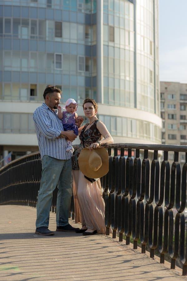 加上桥梁的一个婴孩 图库摄影