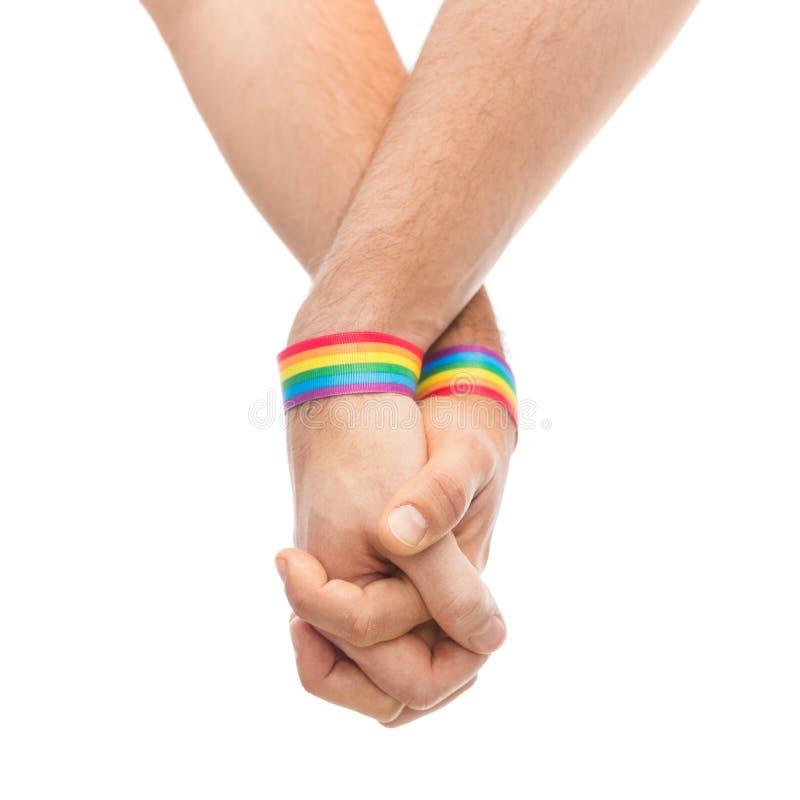 同性彩虹壁纸_加上的手同性恋自豪日彩虹袖口. 人员, 男性.