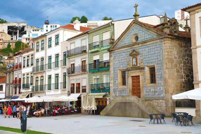 加亚新城,葡萄牙- 2018年6月20日:我们的慈悲的夫人教堂的看法  免版税库存图片
