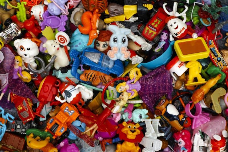 更加亲切的惊奇玩具堆  免版税库存照片