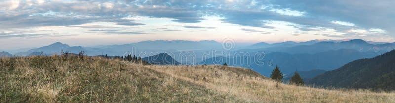 从更加伟大的Fatra的晚上视图到高Tatras 免版税库存照片