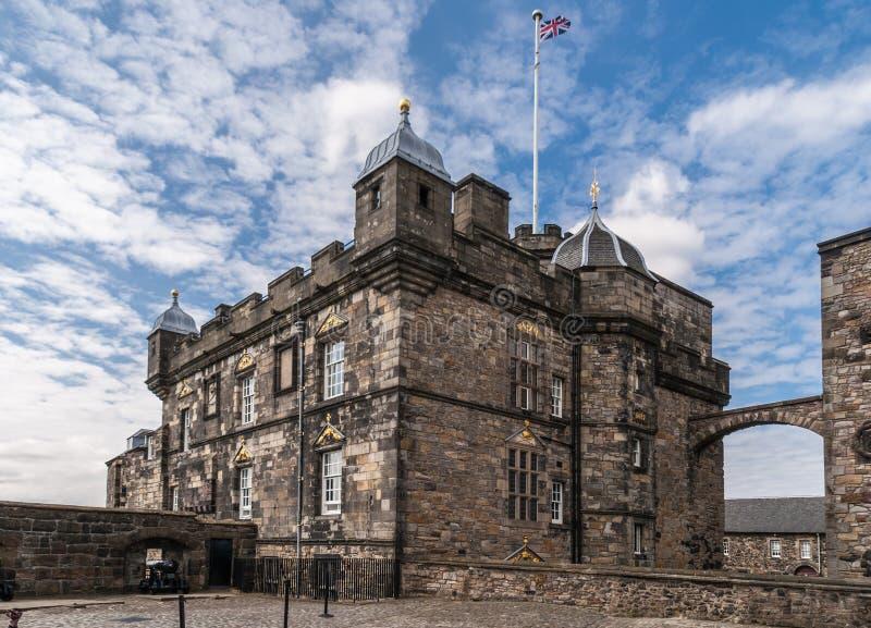 加冠正方形的王宫和门在城堡,爱丁堡, Scot 免版税库存图片
