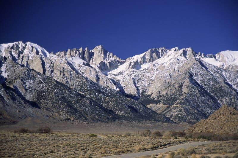 加利福尼亚加盖了山雪 免版税图库摄影
