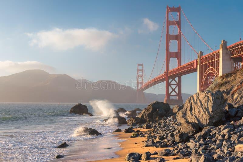 加利福尼亚海滩和金门大桥,旧金山,加利福尼亚 免版税库存图片