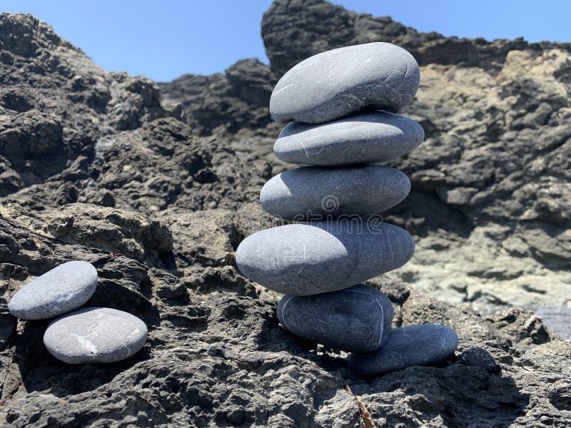 加利福尼亚海滩岩石塔 免版税库存图片