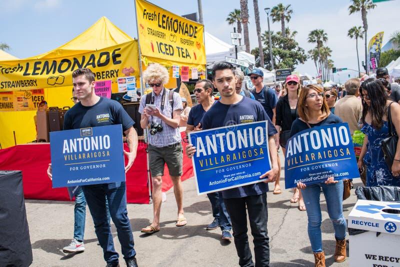加利福尼亚统治者的候选人安东尼奥竞选在埃尔莫萨海滩,加利福尼亚的维拉莱戈萨 免版税库存图片