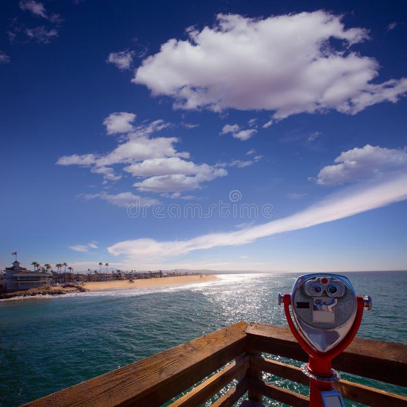 加利福尼亚视图的新港海滨从码头望远镜 免版税库存图片