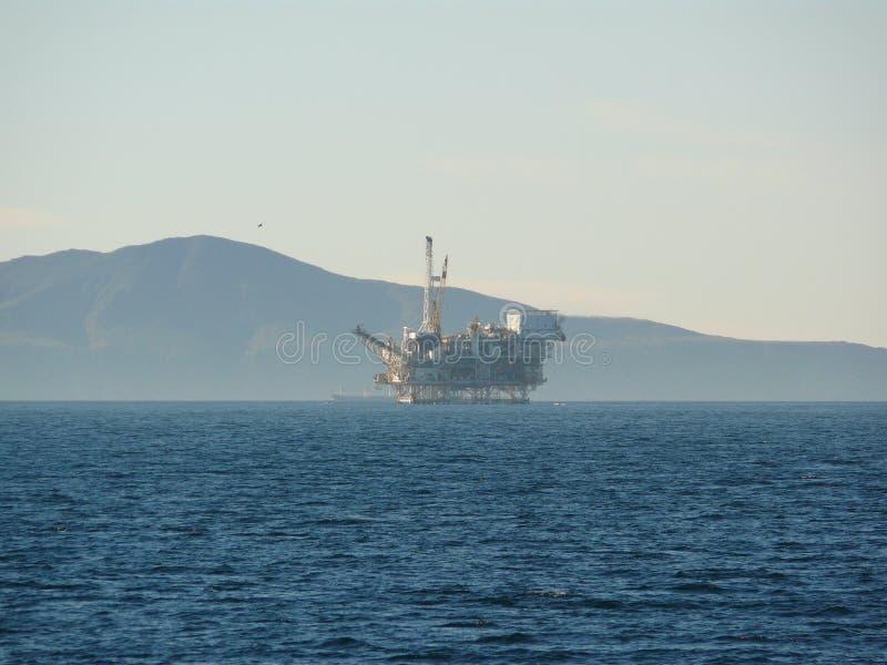 加利福尼亚近海抽油装置 图库摄影