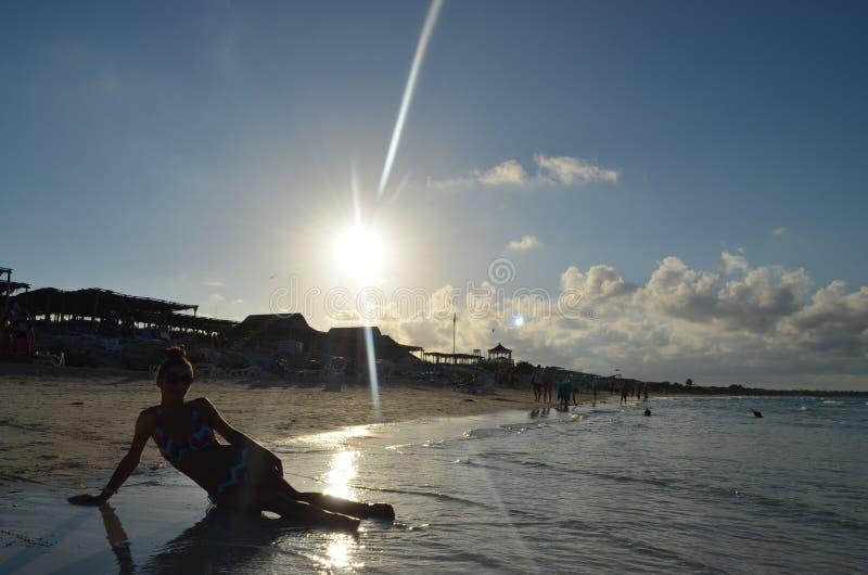 加勒比妇女在Cayo圣玛丽亚,古巴 免版税库存图片