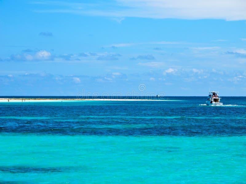 加勒比缓慢地cayo古巴海运 免版税库存照片