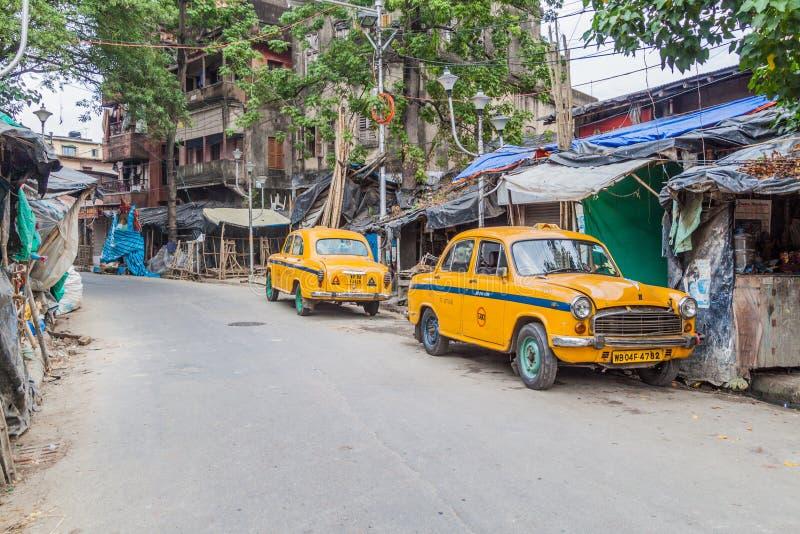 加尔各答,印度- 2016年10月31日:黄色印度斯坦大使出租汽车图在加尔各答,Ind 库存照片