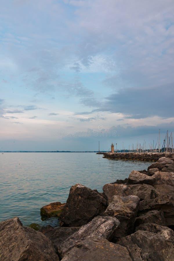 加尔达湖的,意大利Desenzano del加尔达江边 免版税库存照片