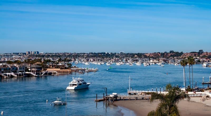 加州纽波特海滩港天际线 免版税库存图片