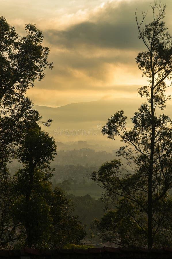 加德满都谷在早晨,加德满都谷都市风景  免版税库存图片