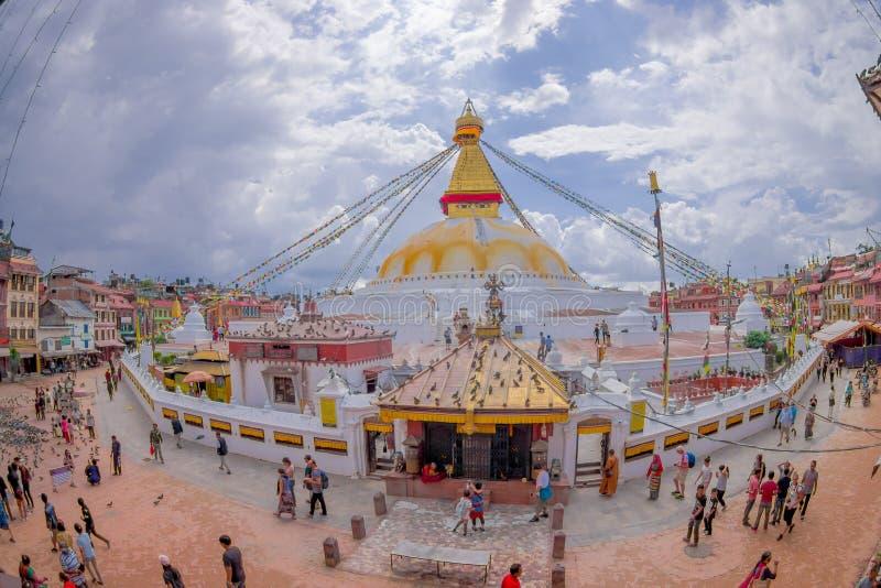 加德满都,尼泊尔2017年10月15日:Boudhanath Stupa大厦一张正面图在户外的,有在的一些大厦的 免版税库存照片