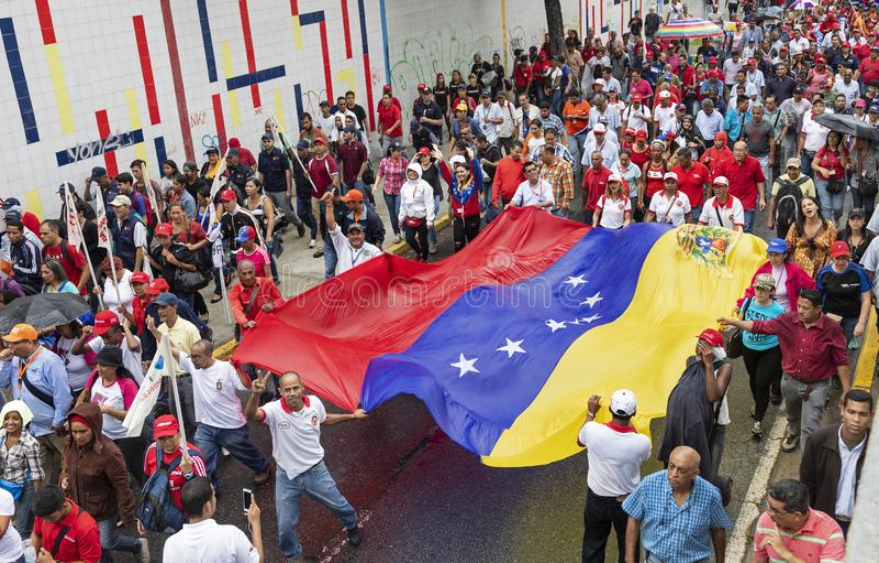 加拉加斯 支持政府新的经济措施的示威者行军 免版税库存照片
