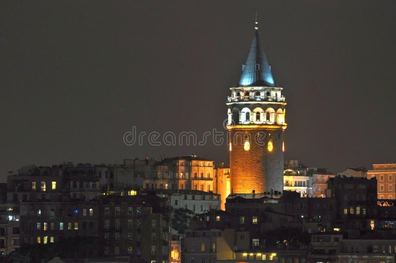加拉塔塔在晚上,伊斯坦布尔,土耳其 免版税库存照片