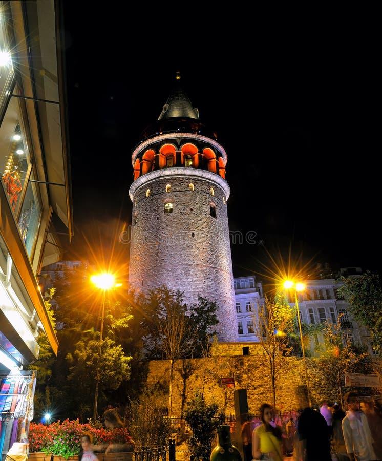 加拉塔塔的夜视图在伊斯坦布尔 免版税库存图片