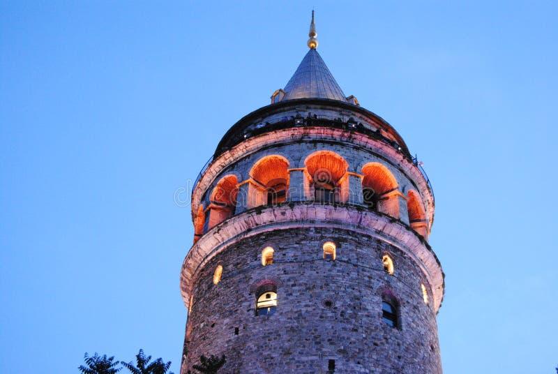 加拉塔塔Kule夜伊斯坦布尔土耳其 免版税库存照片