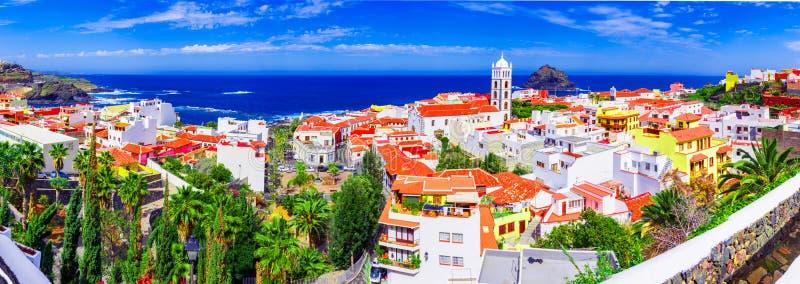 加拉奇科,特内里费岛,加那利群岛,西班牙:加拉奇科五颜六色和美丽的镇概要  库存照片