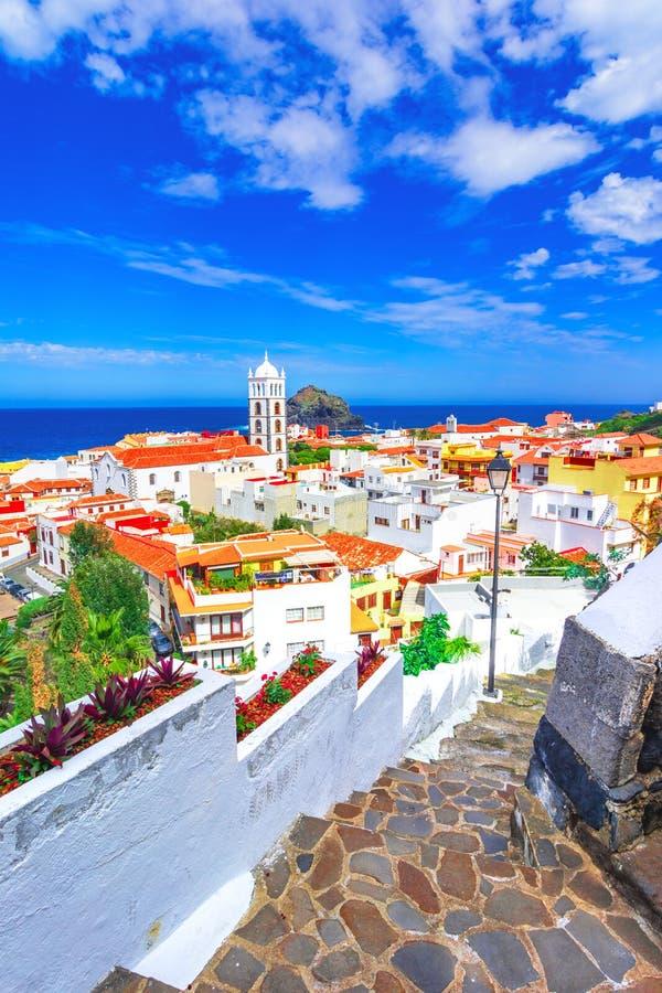 加拉奇科,特内里费岛,加那利群岛,西班牙:加拉奇科美丽的镇概要  库存照片
