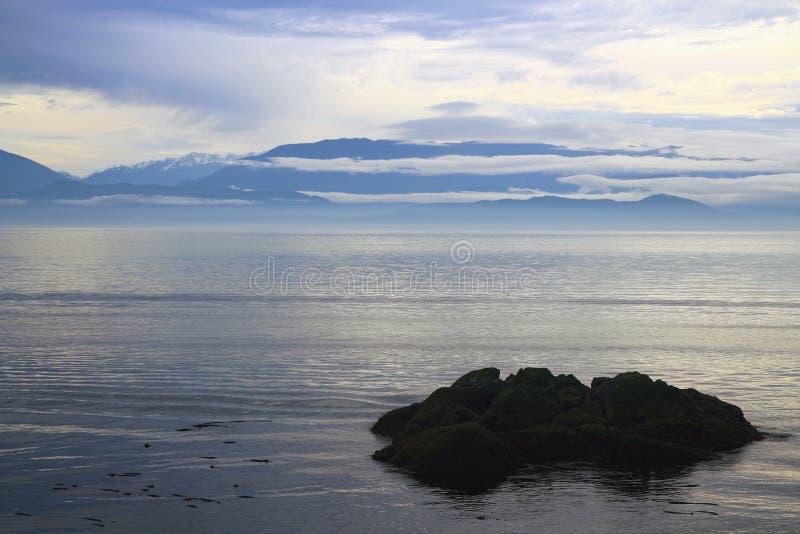 加拿大不列颠哥伦比亚省温哥华岛东苏克公园胡安德富卡海峡的穆迪秋日 免版税库存图片