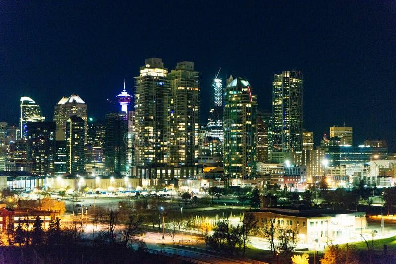 加拿大卡尔加里 — 2019年12月卡尔加里天际线夜景 免版税库存图片