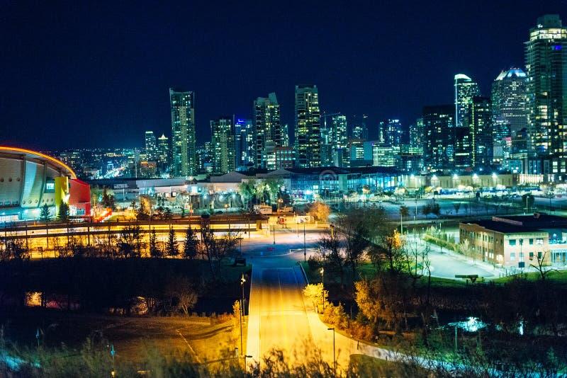 加拿大卡尔加里 — 2019年12月卡尔加里天际线夜景 库存照片