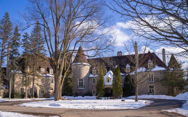 加拿大安大略省金城 — 02 16 2020:Eaton Hall Inn and Conference Center酒店是一栋以诺曼风格建造的大房子 免版税库存图片