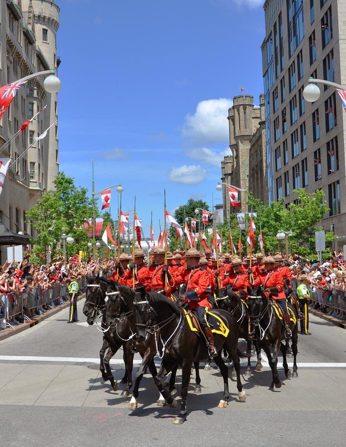 加拿大日渥太华rcmp骑马 库存图片