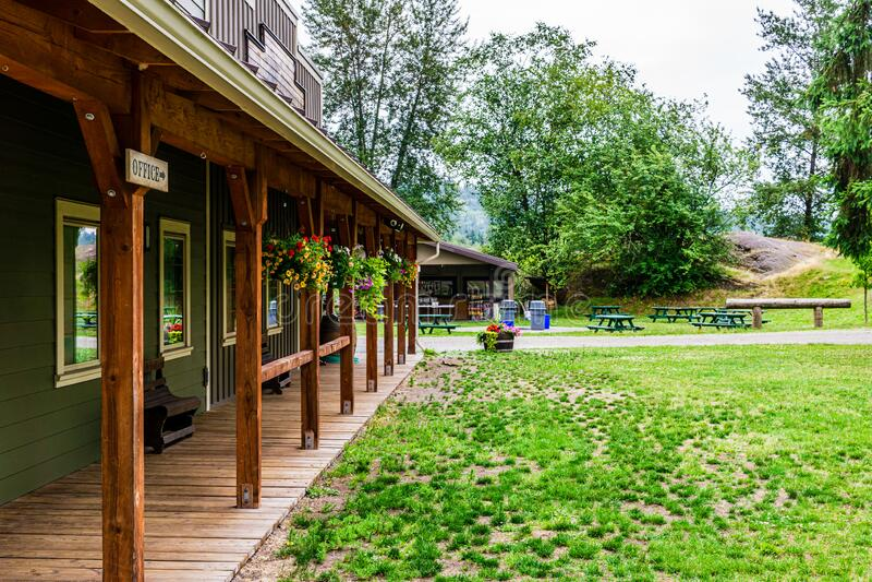 加拿大枫岭 — 2019年7月5日:Timberline牧场营地和度假中心乡村别墅 免版税图库摄影
