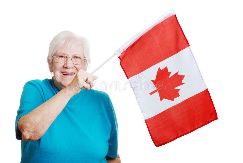 加拿大标志愉快的高级挥动的妇女 图库摄影