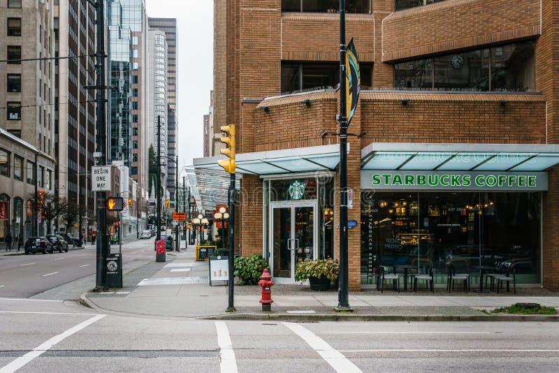 加拿大温哥华 — 2020年2月2日:周日上午在市中心的街道交叉处 免版税图库摄影