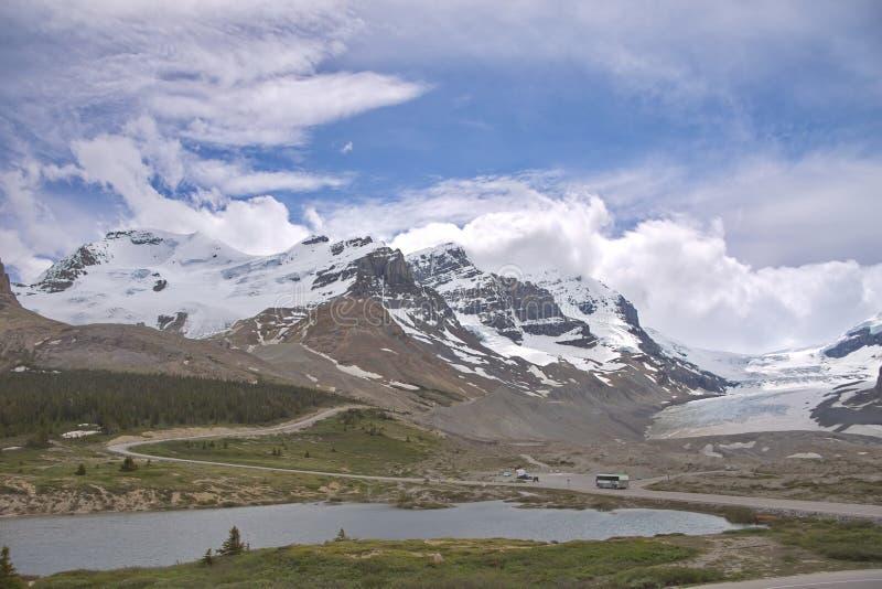 Download 加拿大罗基斯 库存照片. 图片 包括有 岩石, 草甸, 横向, 撤退, 室外, 蓝色, 著名, 亚马逊, 熔化 - 72353316