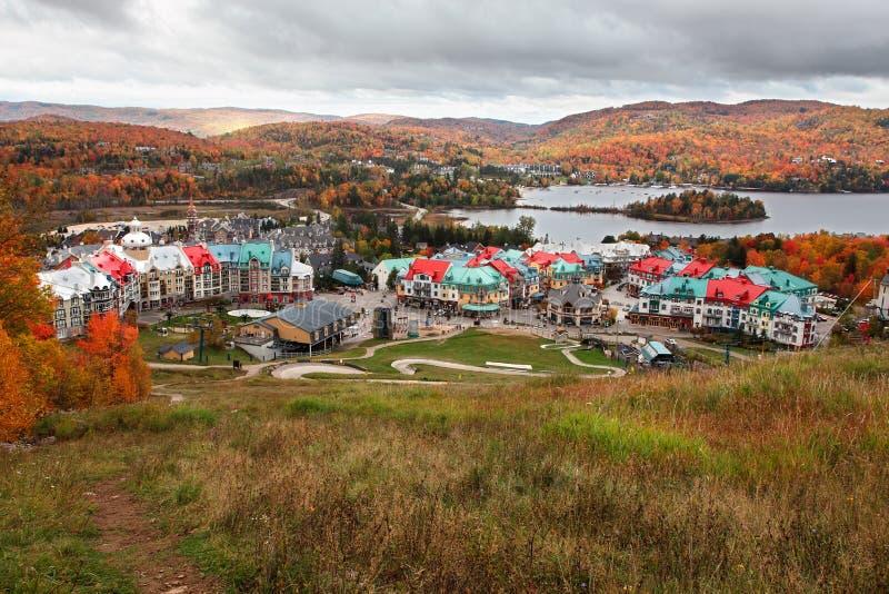 加拿大颜色秋天mont tremblant的魁北克 免版税库存照片