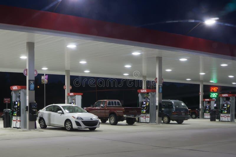 加油站在晚上 图库摄影