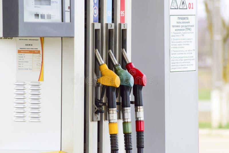 加油站的手枪 燃料的不同的类型在加油站的 免版税库存图片