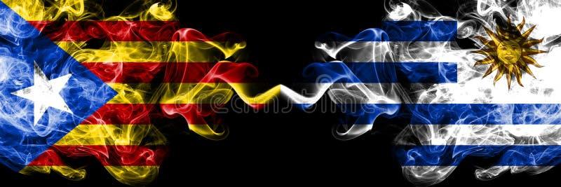 加泰罗尼亚对乌拉圭,肩并肩被安置的乌拉圭烟旗子 加泰罗尼亚和乌拉圭的厚实的色的柔滑的烟旗子, 皇族释放例证