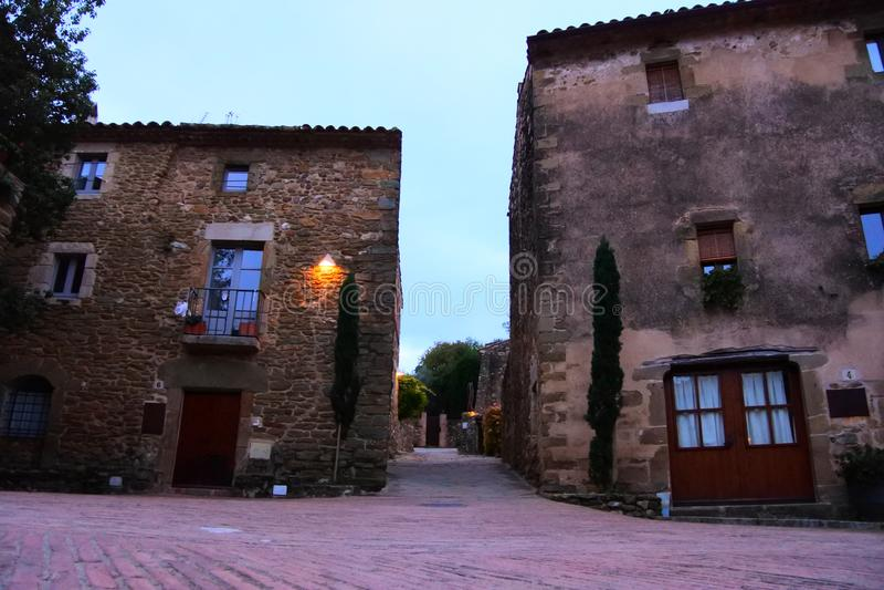 加泰罗尼亚的中世纪村庄秋天 免版税图库摄影