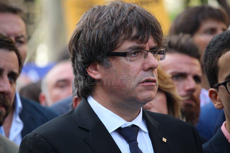 加泰罗尼亚的州长显示的卡莱斯Puigdemont反对恐怖主义 库存图片