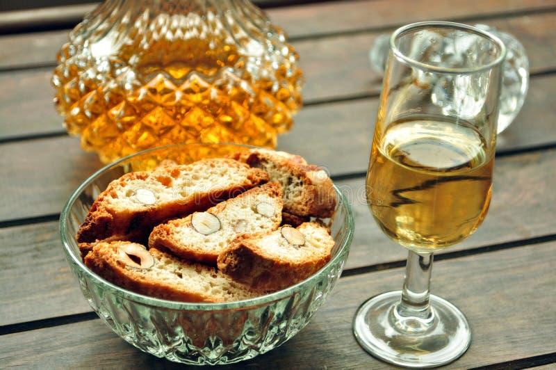 加泰罗尼亚的沙漠食物CARQUINYOLI麝香葡萄酒 库存图片