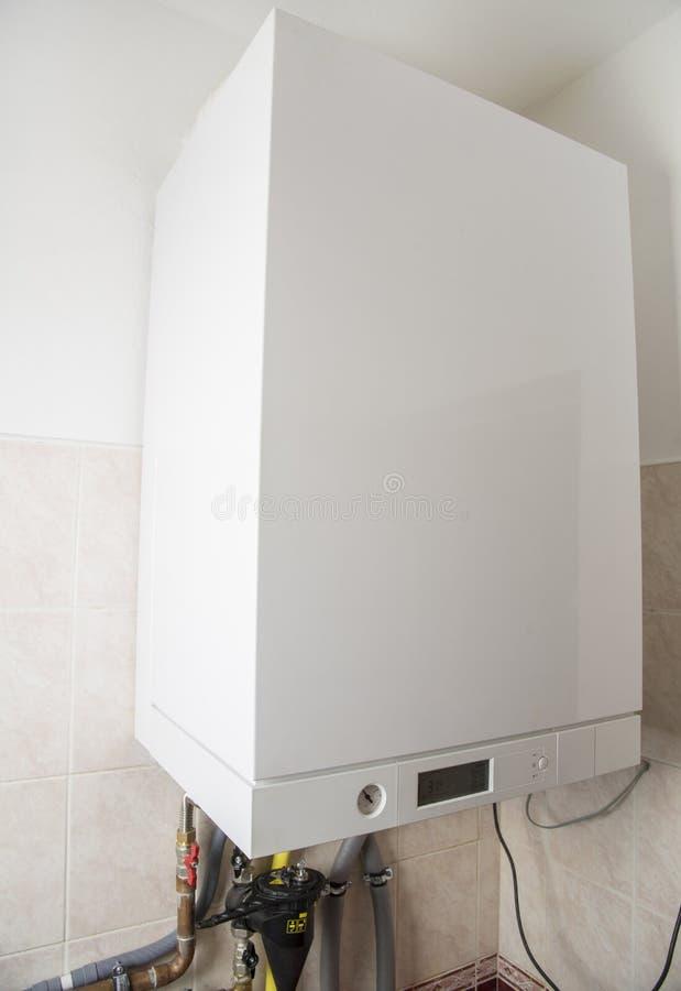 加热和面汤的新的气体condens锅炉 免版税库存图片