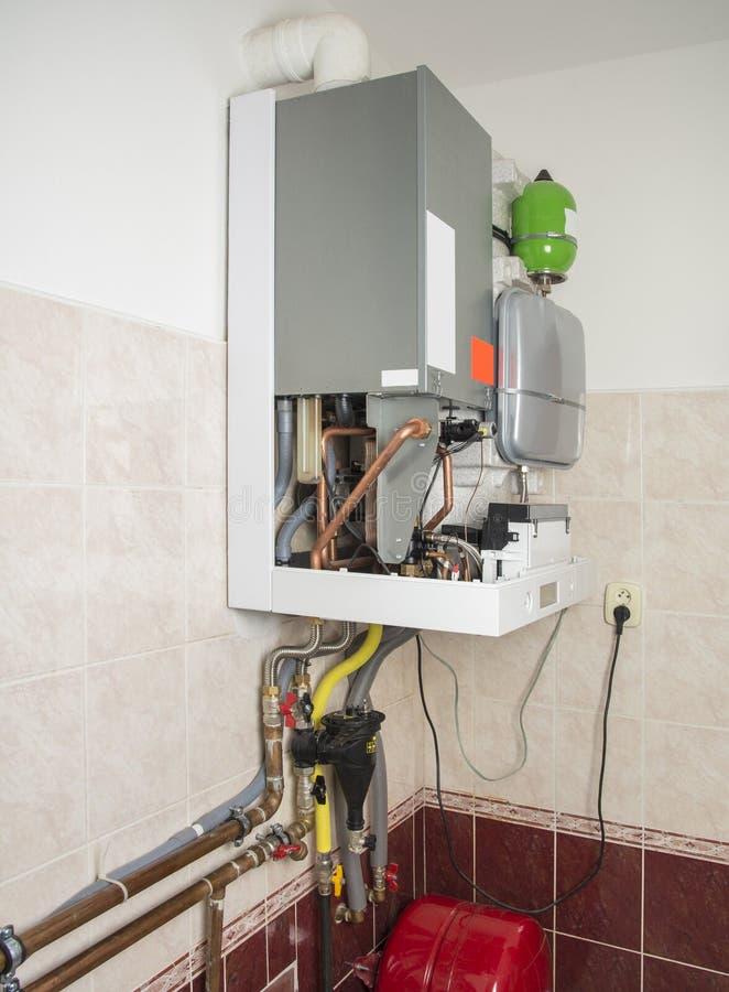 加热和面汤的新的气体condens锅炉 免版税库存照片